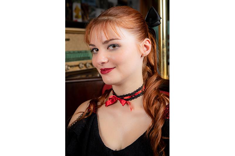 collier artisanal fait main dentelle ruban noir rouge choker ras de cou mode femme