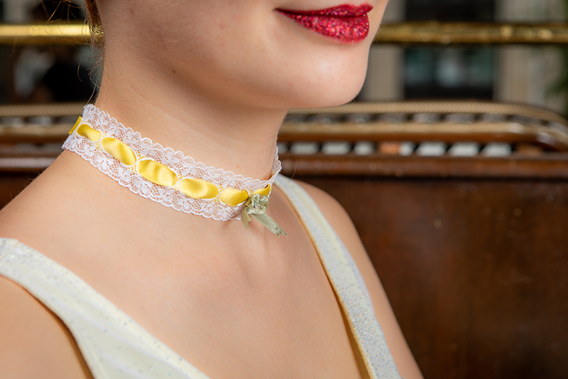 choker collier ras de cou dentelle ruban satin blanc jaune made in france fait main cadeau souvenir