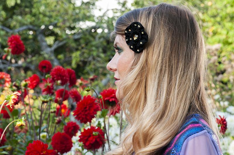 barrette accessoire cheveux bijou de tete fleur noire strass dores satin made in france fait main handmade