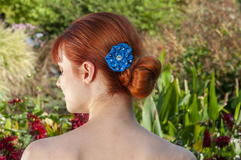 accessoire cheveux made in france fait main barrette fleur bleue rose strass bijou de tete fait main