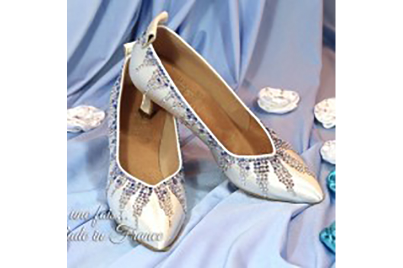 chaussures-satin-strass-reine-des-neiges-princesse-conte-de-fee-stalactiques