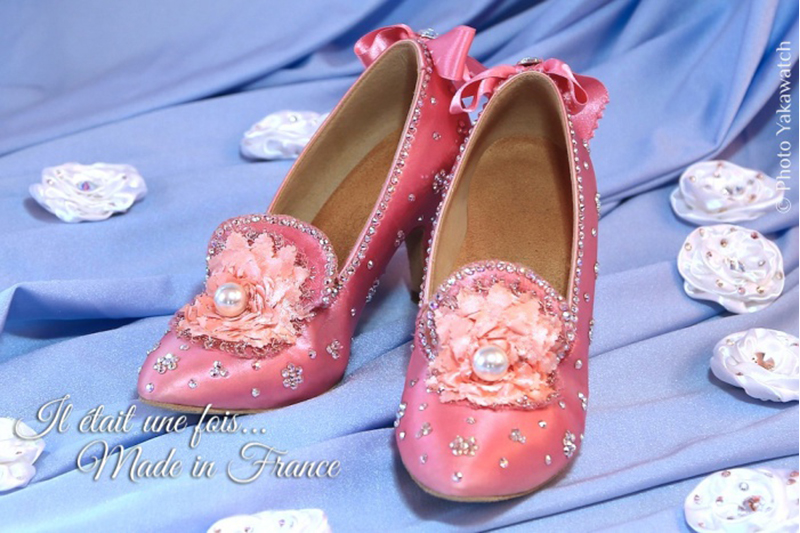 chaussures-bal-satin-rose-marie-antoinette-baroque-customisation-perles-strass