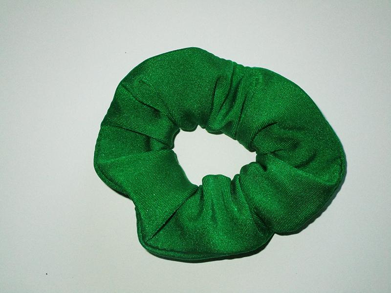 chouchou-femme-cheveux-coiffure-queue-de-cheval-accesoire-mode-fait-main-made-in-france-vert