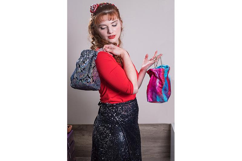 sac-soiree-aumoniere-bourse-made-in-france-vintage-medieval-fait-main-bleu-rouge-chaines