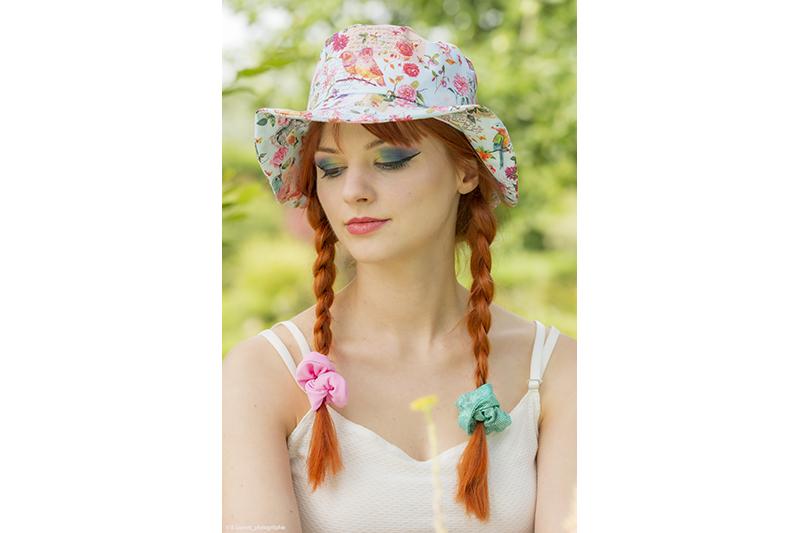 chapeau mode protection soleil ete plage vacances made in france fait main fleurs et oiseaux artisanal coton imprime motif dessin