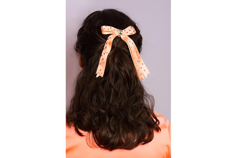 accessoire cheveux noeud a pans satin saumon fait main made in france strass swarovski cadeau souvenir coiffure cheveux