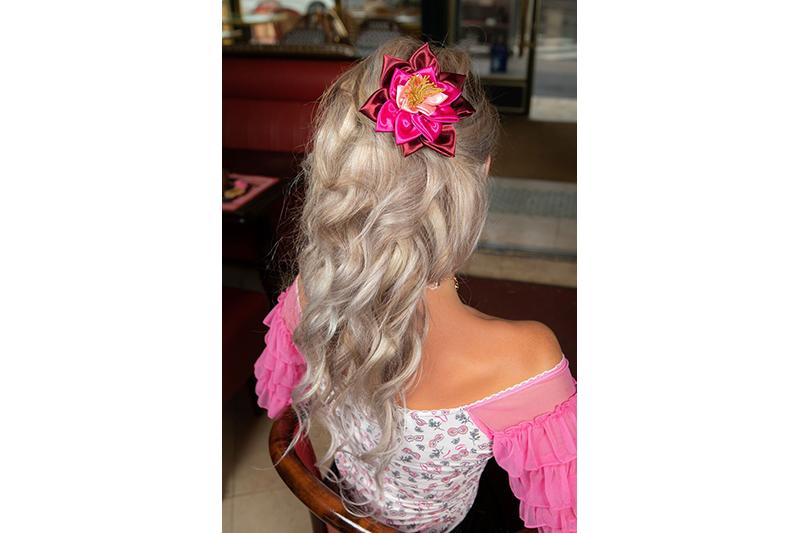 accessoire cheveux fleur coiffure nenuphar fait main haute couture satin rose bordeaux made in france barrette luxe