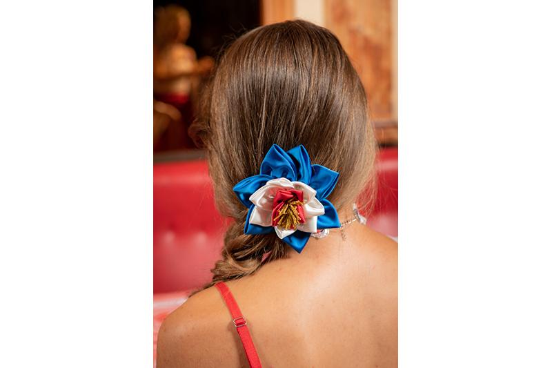 accessoire coiffure haute couture tricolore bleu blanc rouge made in france fait main ornement cheveux bijou
