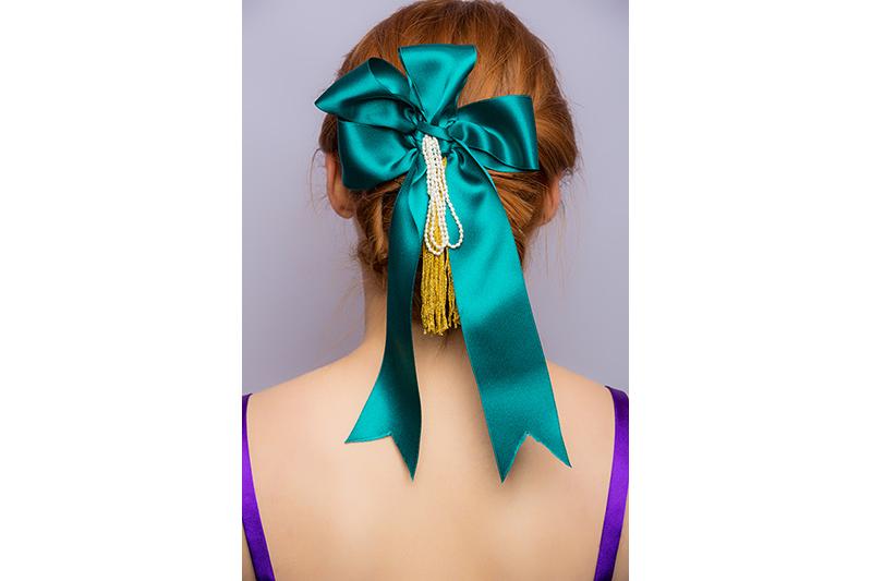 noeud haute couture perles veritables satin vert accessoire coiffure barrette cheveux fait main mode luxe