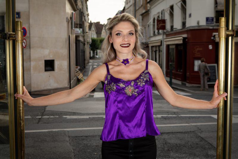 caraco-lingerie-top-haut-satin-violet-broderies-paillette-made-in-france-bretelles-soir-cocktail