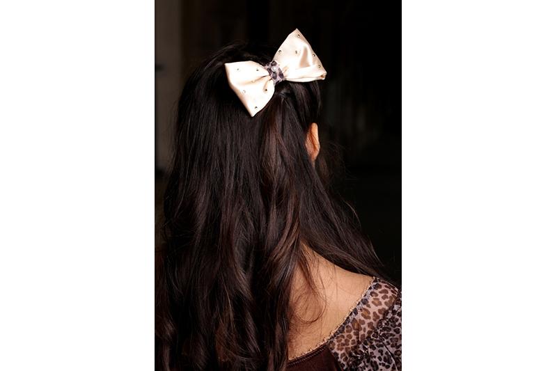 noeud satin creme panthere perles fait main made in france accessoire cheveux coiffure artisanal cadeau souvenir mode femme