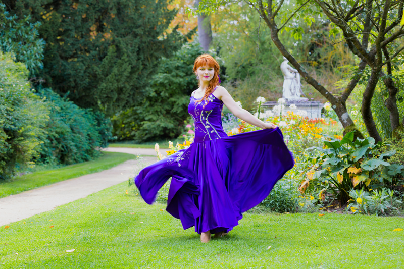 robe du soir satin violet made in france incrustations dentelle strass swarovski