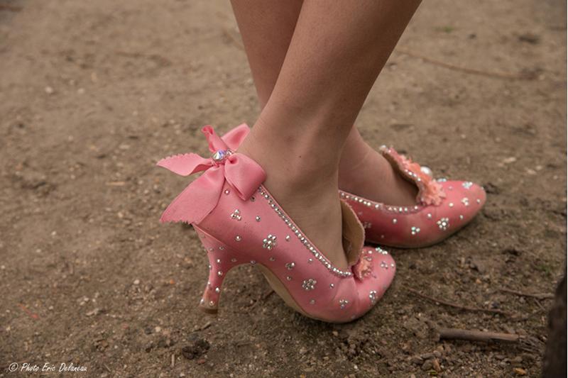 chaussures-marie-antoinette-bal-princesse-conte-de-fées-rose-perles-noeuds-strass-talon-versailles