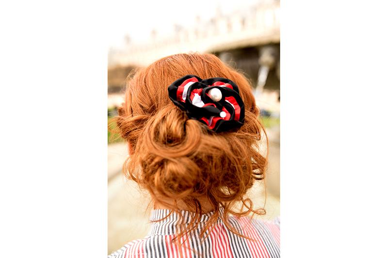 fleur-cheveux-tricolore-haute-couture-made-in-france-rose-de-la-reine-rouge