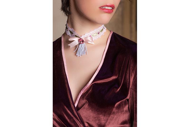 bijou-collier-choker-fait-main-rose-blanc-kaki-dentelle-made-in-france-accessoire-tendance-feminin