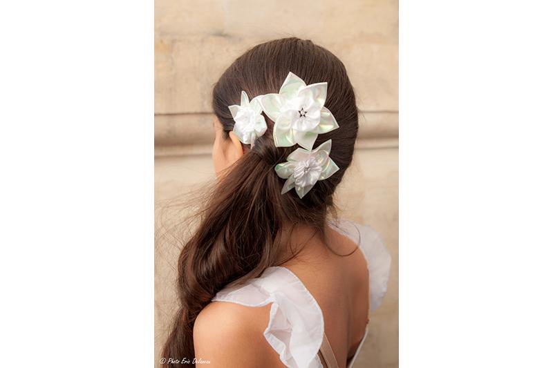 accessoire-fleur-cheveux-coiffure-fait-main-narcisse-blanc-barrette-made-in-france-cadeau-souvenir-mariee
