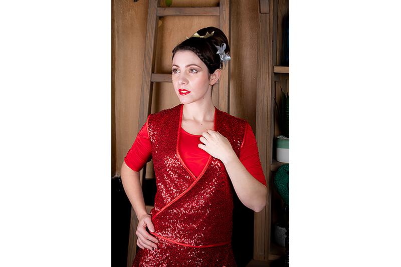 haut-sequins-rouge-cache-coeur-made-in-france-mode-femme-tendance-pret-a-porter-luxe-paris-noel-fetes