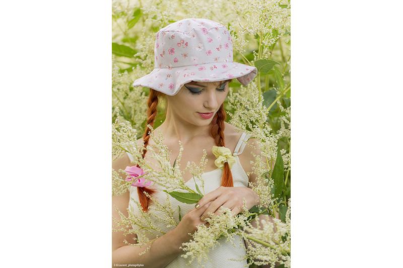 chapeau de soleil beige motif fleurs et papillons roses made in france fait main