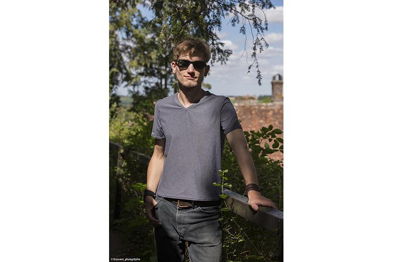 tee-shirt pour homme gris chine infroissable polyamide entretien facile chic decontracte made in france encolure v fait main artisanat qualite