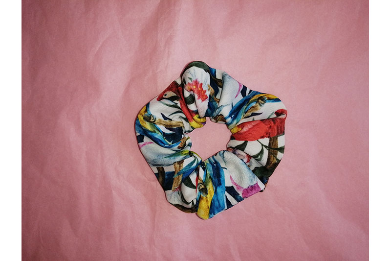 chouchou made in france scrunchie accessoire cheveux fait main handmade perroquets