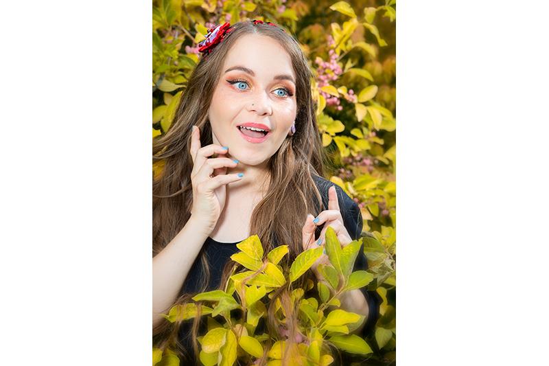 disneybound obscur headband alice au pays des merveilles fait main bijou de tete peignons ces roses en rouge