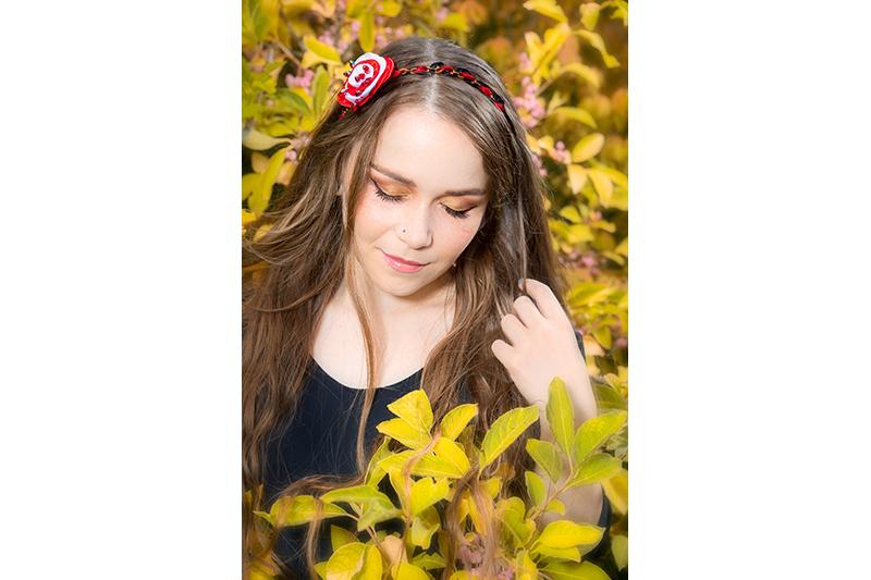 headband bijou de tete disneybound alice au pays des merveilles peignons ces roses en rouge made in france